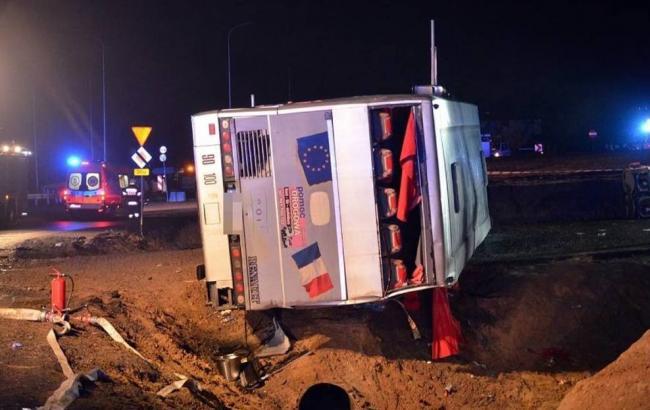 Аварія з автобусом у Польщі: одна людина загинула, кількість поранених перевищила 20
