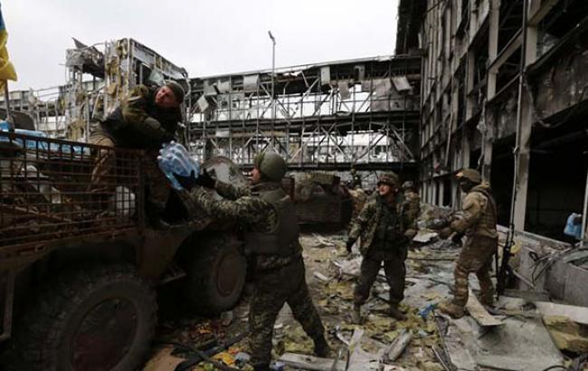 """Силы АТО уничтожили 23 боевиков и ранили их лидера """"Мотороллу"""" возле аэропорта Донецка, - пресс-центр"""