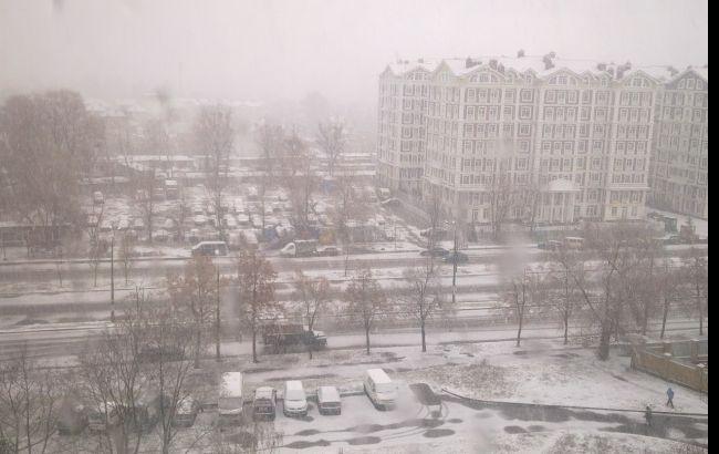 Київських водіїв попереджають про сніг та ожеледицю вночі 30 листопада