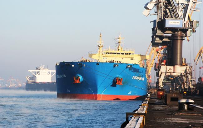 """Фото: в Украину прибыл очередной груз угля (пресс-служба порта """"Южный"""")"""