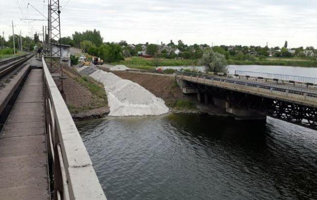 Рядом с обрушенным в Днепропетровской области мостом построят понтонный