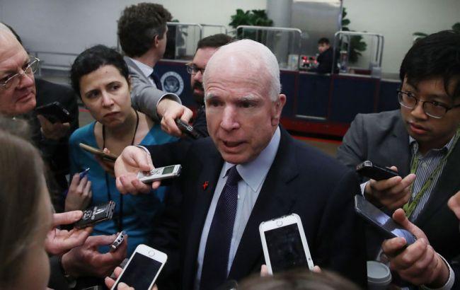 Фото: сенатор Маккейн раскритиковал нападки Трампа на прессу