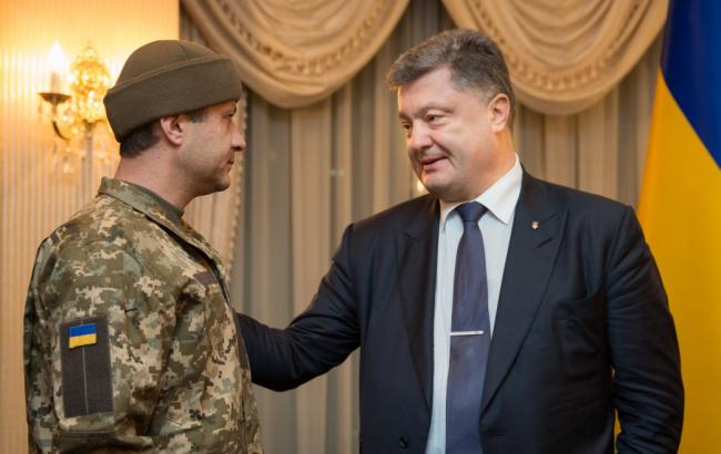 """Фото: """"кіборг"""" Рахман і Петро Порошенко"""