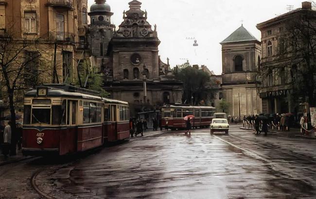 Фото: Дощ у Львові blog.i.ua)