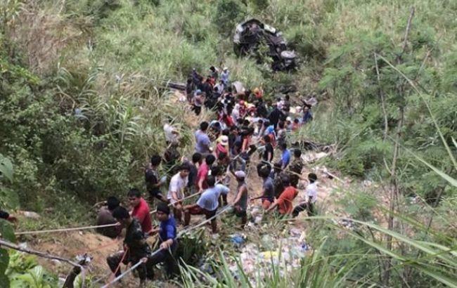 Фото: падение автобуса на Филиппинах
