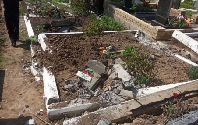 В Луганской области боевики разрушили кладбище с помощью военной техники