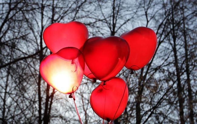 Фото: У Дніпрі людям подарували незвичайні валентинки