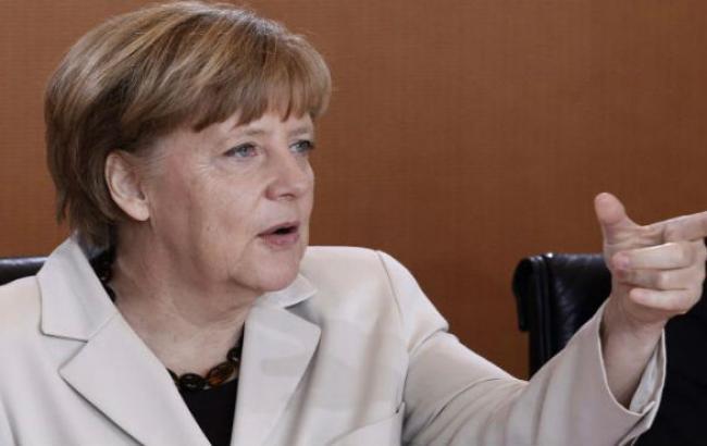 Меркель выступает за сохранение санкций против РФ