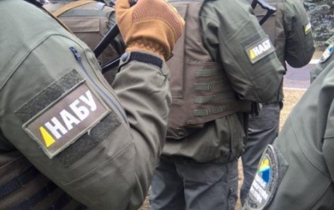 """НАБУ затримало чиновника філії """"Укрзалізниці"""" за розтрату понад 13 млн гривень"""