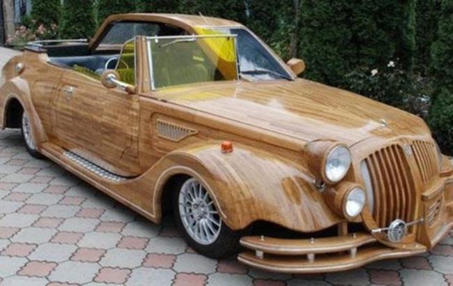 Фото: Дерев'яна машина