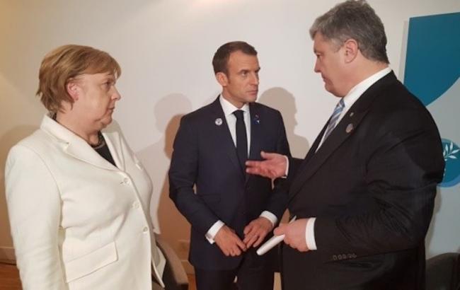Фото: Меркель, Макрон и Порошенко (fb.com /svyatoslav.tsegolko)