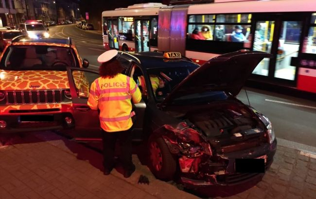 Таксі з главою МЗС Чехії потрапило в аварію, водій загинув