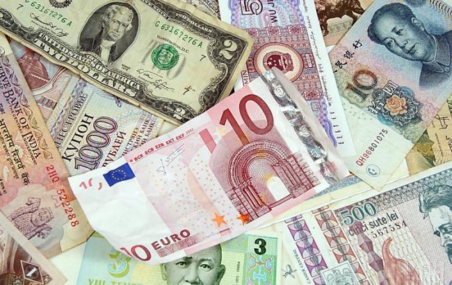 Курс доллара на межбанке в 12:45 повысился до 25,13 гривен