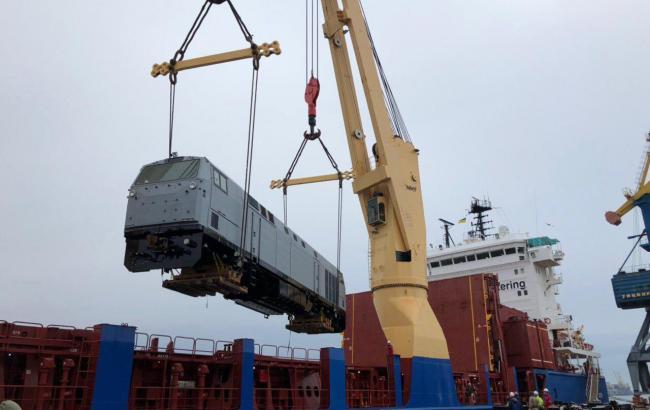 В Украину доставили еще 7 локомотивов General Electric