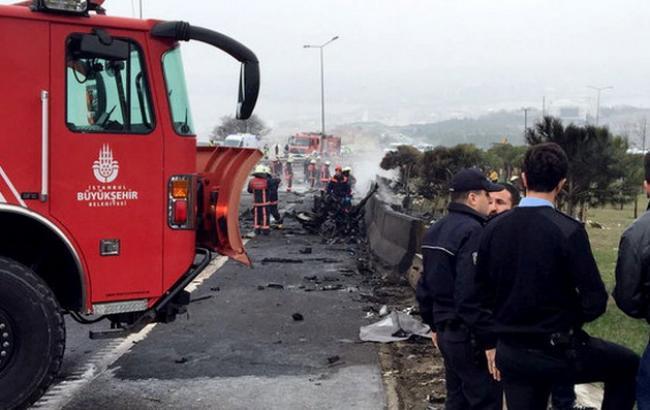 Фото: місце аварії вертольота в Стамбулі
