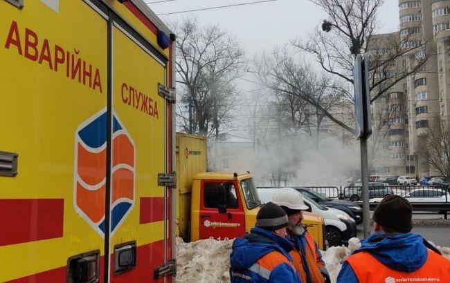 На Шулявке в Киеве прорвало теплотрассу. Вода затопила переход