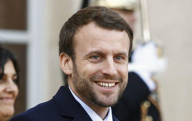 Макрон победит в обоих турах президентских выборов во Франции, - опрос