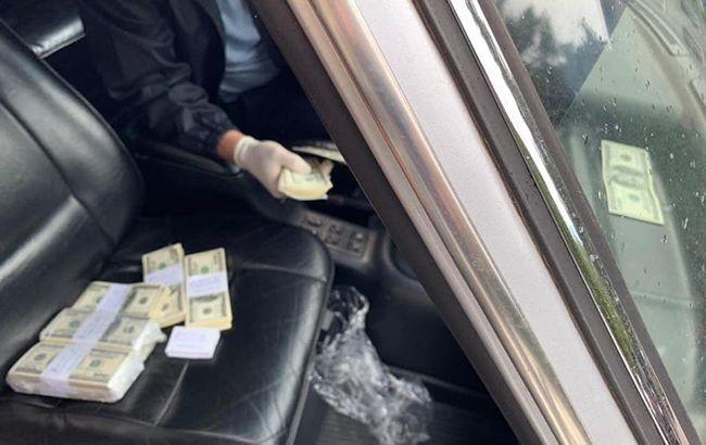 Главу одной из РГА задержали на взятке в 100 тыс. долларов