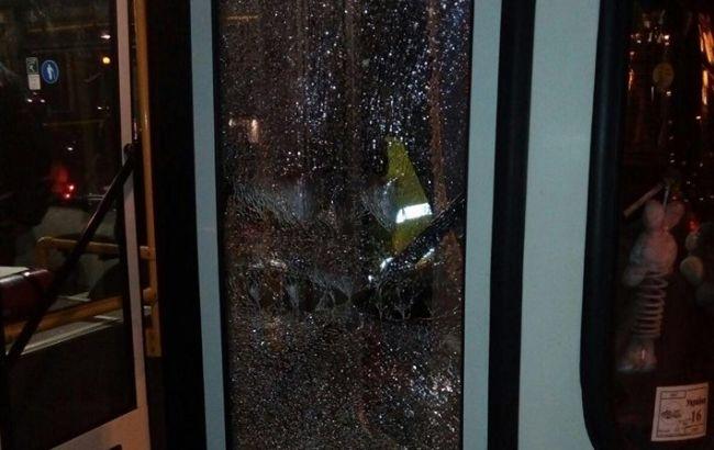 Фото: у Дніпрі обстріляли тролейбус