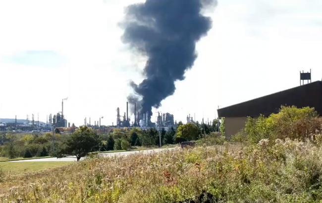 Фото: вибух на заводі в Канаді (twitter.com/LauraLyallCTV)