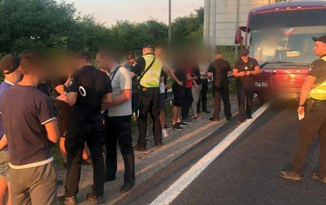 Полиция задержала группу подозрительных людей под Киевом