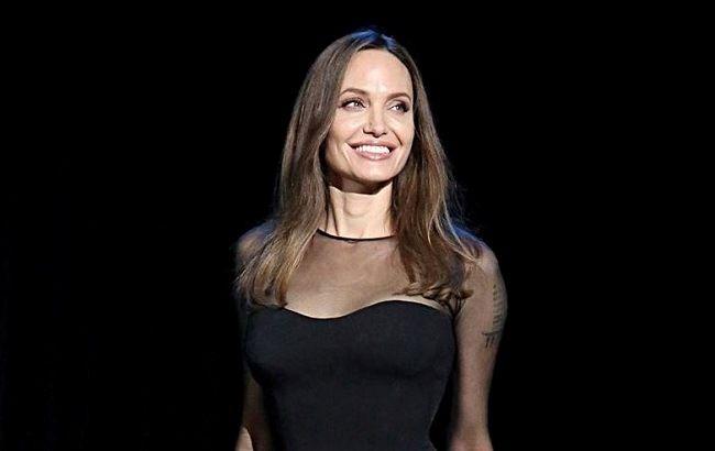 Володарка темряви: Анджеліна Джолі захопила розкішним вбранням і квітучим зовнішнім виглядом