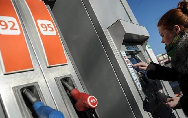 В Киеве частично начали снижаться цены на бензин