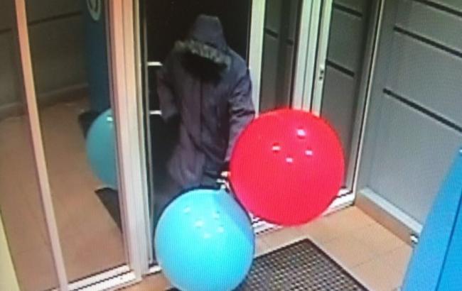 Фото: Преступник с воздушными шарами (proufu.ru)