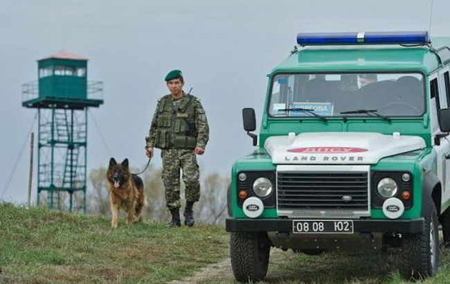Фото: прикордонники виявили туристів з Німеччини на кордоні зі Словаччиною