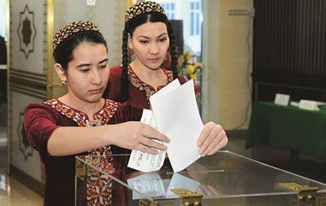 Навыборах президента Туркмении за4 часа проголосовало неменее 50% избирателей