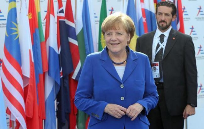 Вопрос новых санкций в отношении РФ стоит на повестке дня, - Меркель