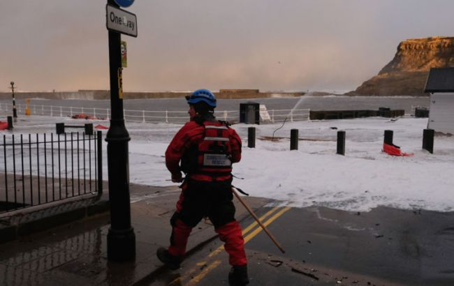 Фото: британские спасатели