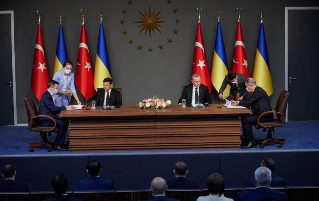 """Україна та Туреччина підписали ряд угод про співпрацю в """"оборонці"""""""