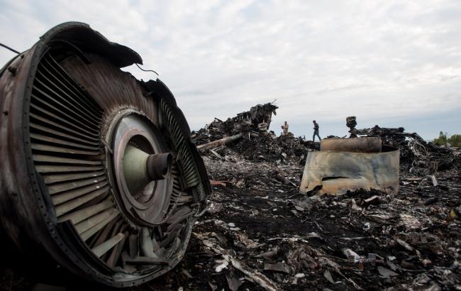 Фото: уламки аварії Boeing в Донецькій області