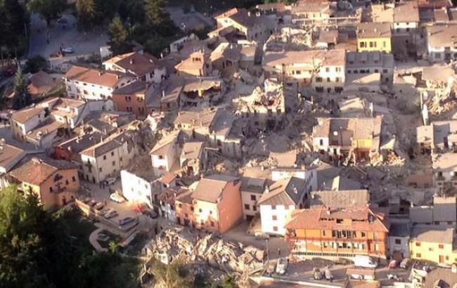 Фото: 21 людина загинула в результаті землетрусу в Італії