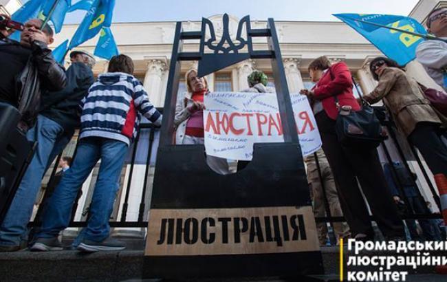 Яценюк закликав МВС прискорити реалізацію закону про люстрацію