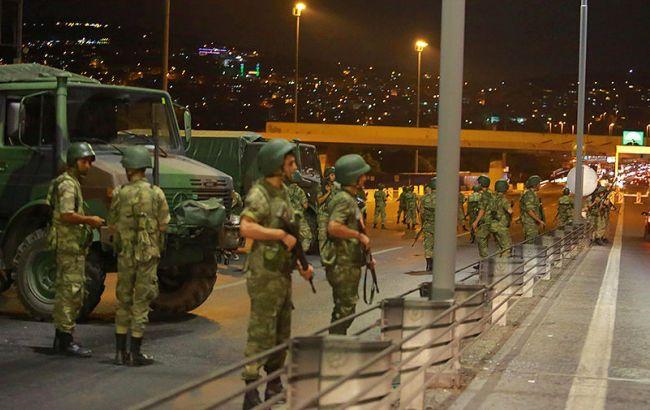 Фото: в Туреччині звільнили частину військових, підозрюваних у причетності до перевороту