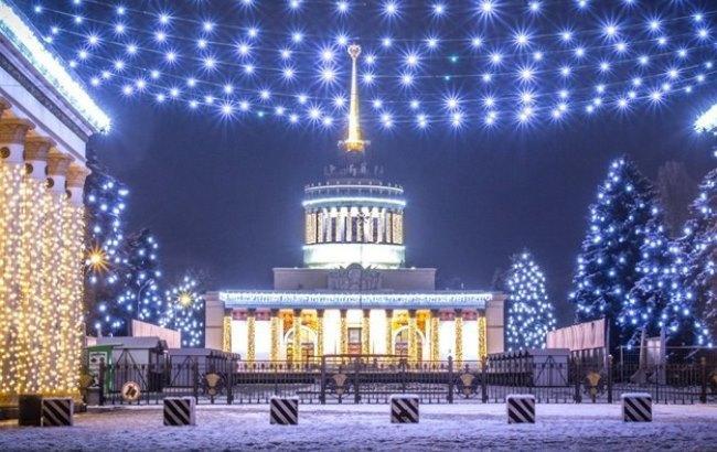 На ВДНХ залили самый большой в Украине каток