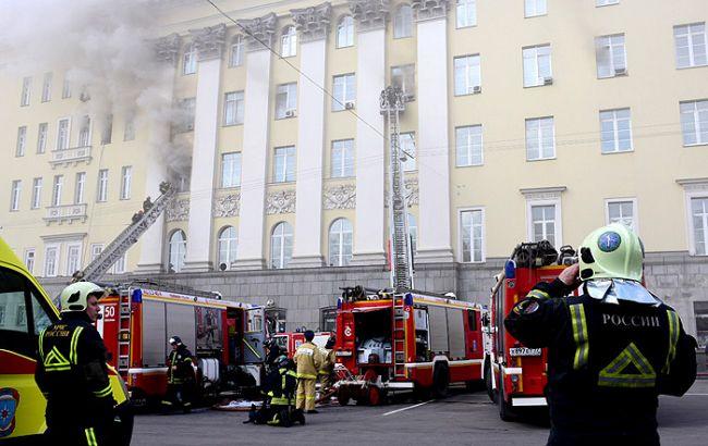 В Москве загорелось здание Минобороны России