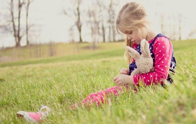 Фото: Дівчинка написала зворушливий вірш татові в зону АТО (flickr.com)