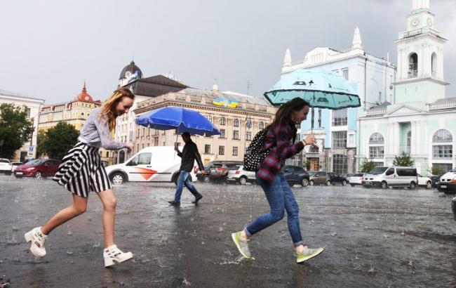 Фото: Дождь в Киеве (УНИАН)
