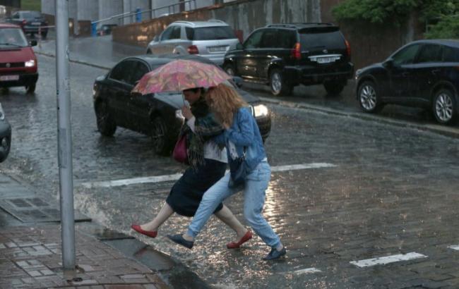 Фото: на заході країни очікуються сильні дощі (Гонтар Володимир / УНІАН)