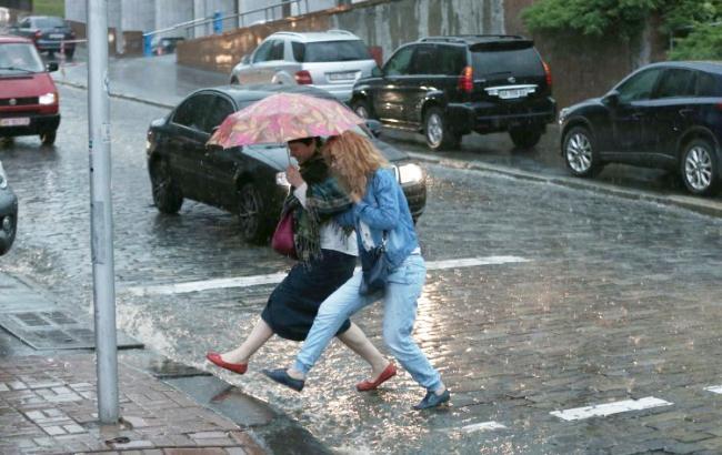 Погода на сегодня: в Украине дожди с грозами, температура до +25