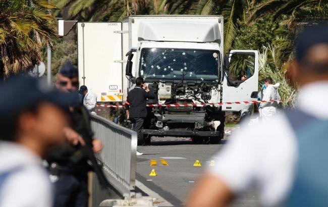 Фото: терористові в Ніцці надавали допомогу з боку