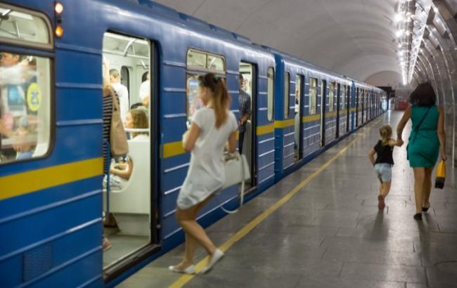 У Києві тривають дзвінки про мінування метро, закрито ще дві станції