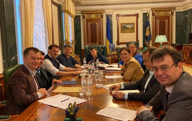 Зеленський вимагає скоротити витрати на чиновників у держбюджеті-2020