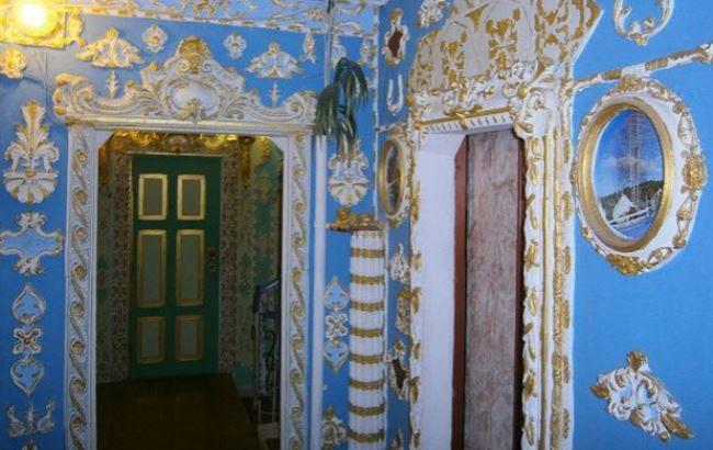 Фото:Необычный подъезд в киевском доме (segodnya.ua)