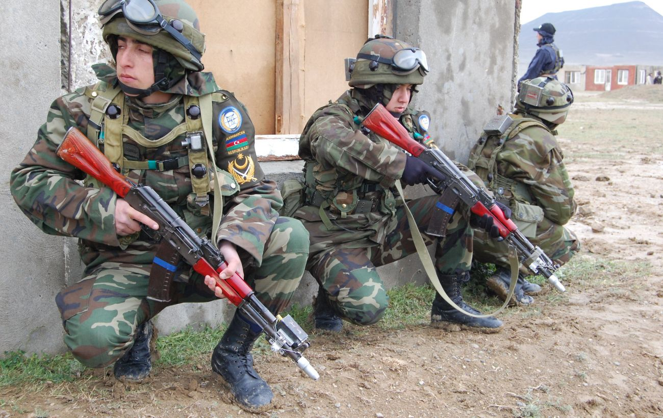 В Азербайджане ввели военное положение, но не во всей стране