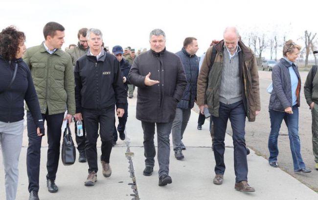 МВД полностью обеспечивает порядок в Золотом, - Аваков
