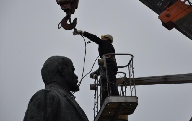В Ізмаїлі знесли пам'ятник Леніну